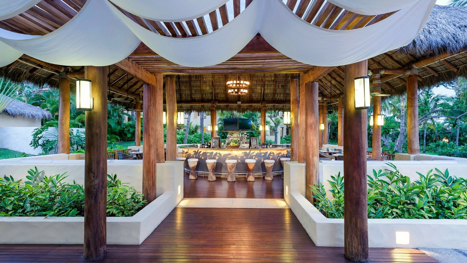 Sea Breeze Restaurant - St. Regis Punta Mita